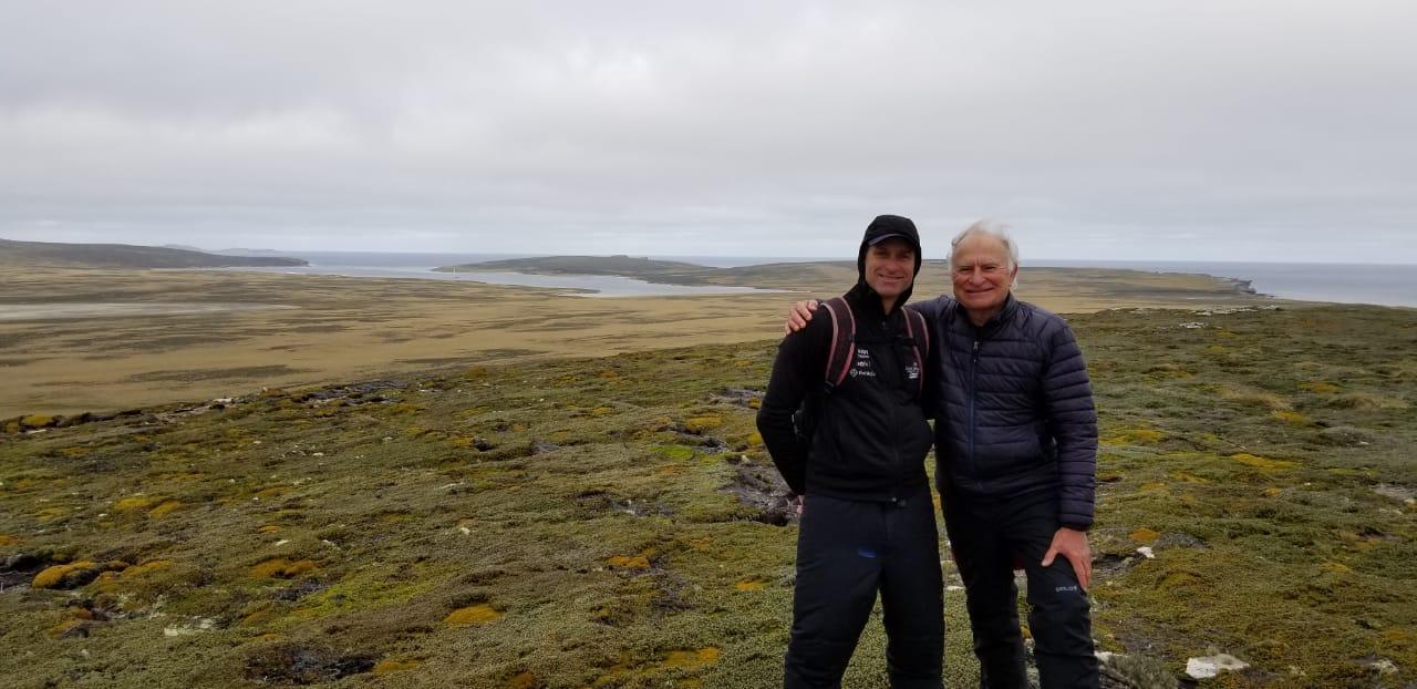 Isolamentao a bordo - Wilhelm e Vilfredo Schurmann em West Falkland