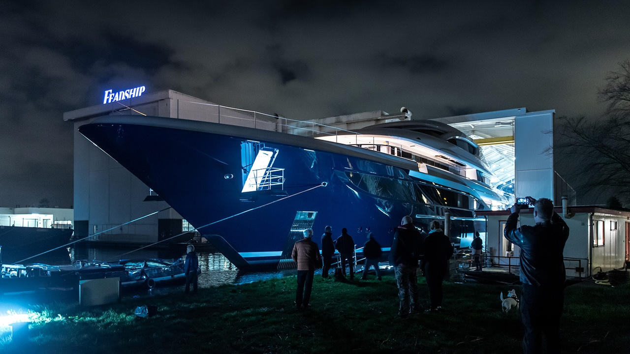 Superiate Podium Feadship - boat shopping