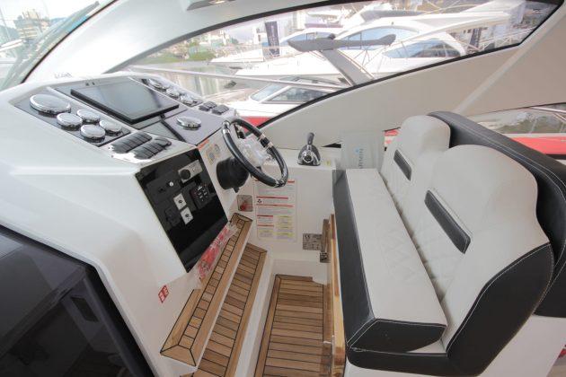 Fibrafort F420 Gran Coupé - boat shopping