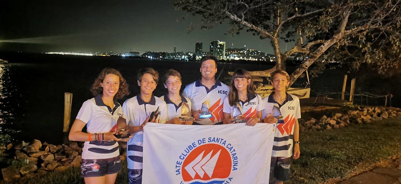 Iate Clube de Santa Catarina vela jovem - boat shopping