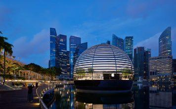 Apple Marina Bay Sands - boat shopping