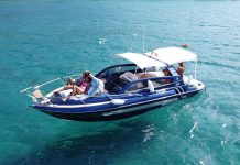 Cliente Triton recebe embarcação 300 Sport na Itália - boat shopping