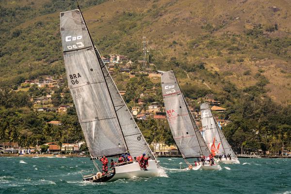 Flotilha de C30 em Ilhabela (Aline Bassi Balaio de Ideias) - boat shopping
