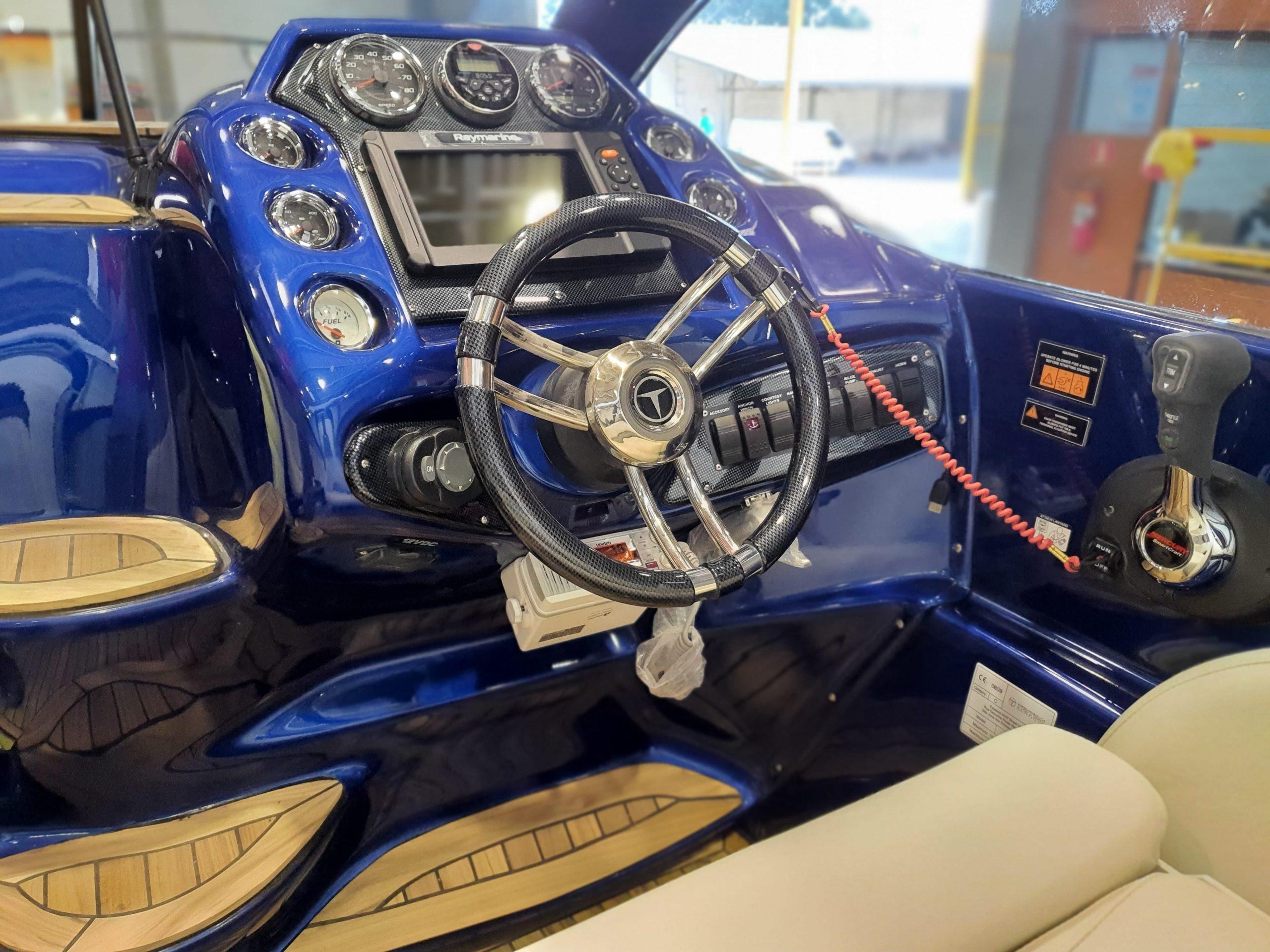 Triton 300 Sport enviada para a Itália - foto Divulgação Triton Yachts - boat shopping