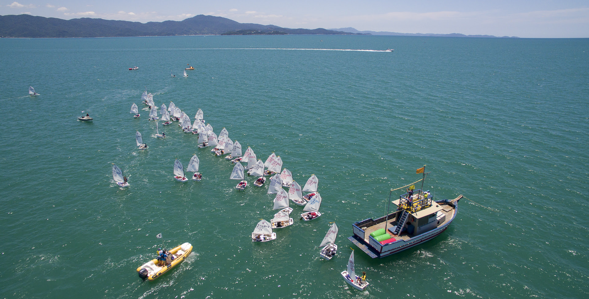 42º Campeonato Sul-Brasileiro de Optimist - boat shopping