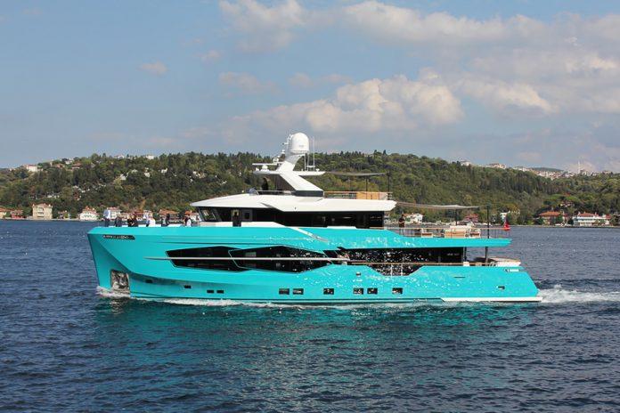 Numarine 32XP interior Hot Lab - boat shopping