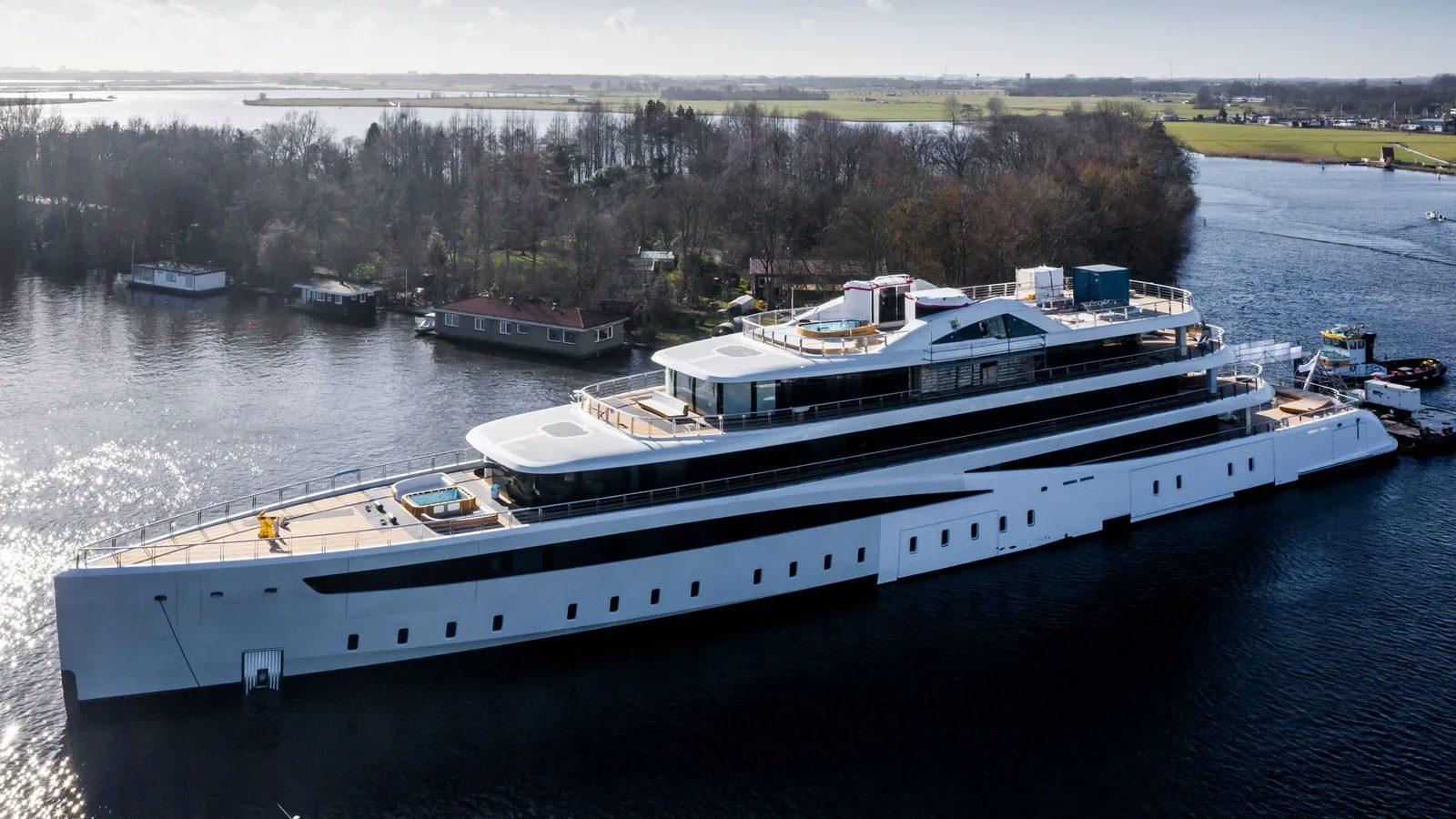 Superiate Viva Feadship - boat shopping 1