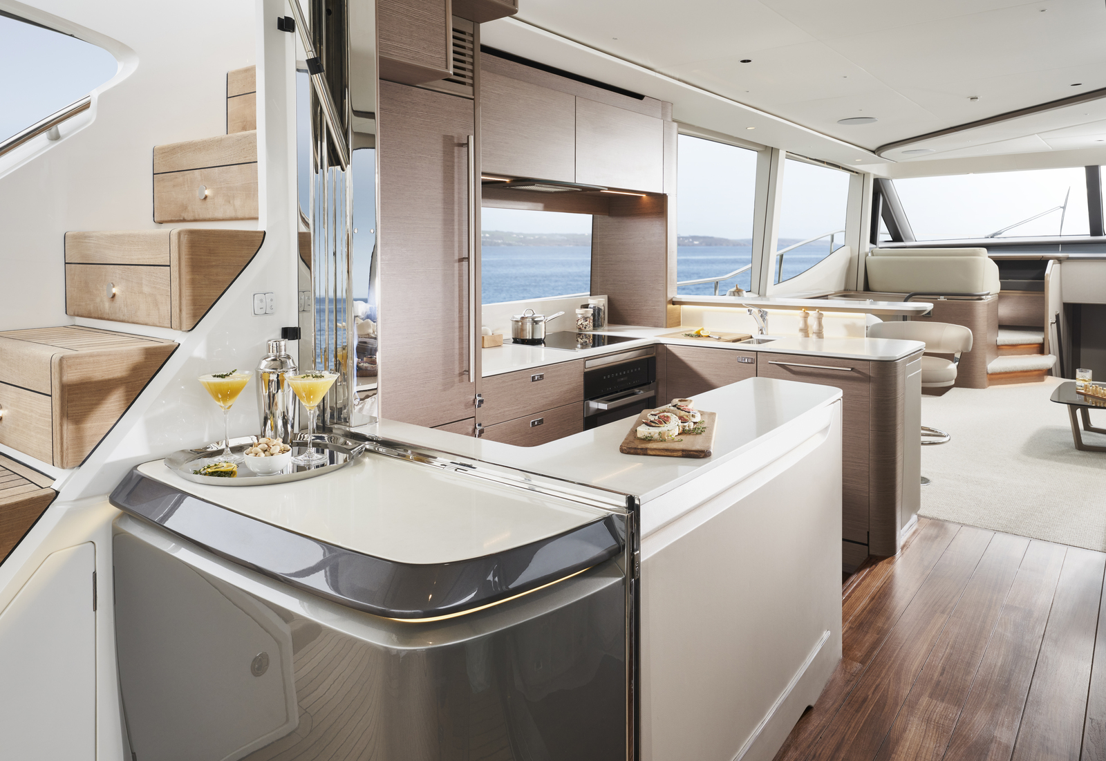 Princess Yachts Y72 Flybridge - boat shopping