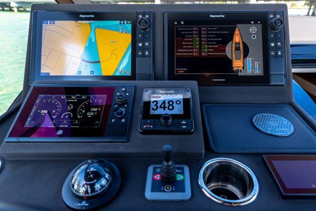 Technohull Omega 47 - boat shopping