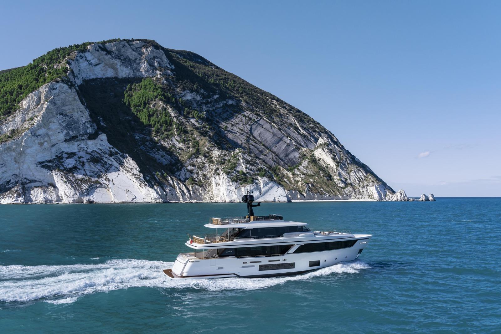 Custom Line Navetta 30 - boat shopping
