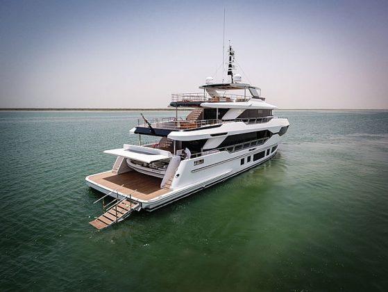 Majesty 120 entregue - boat shopping