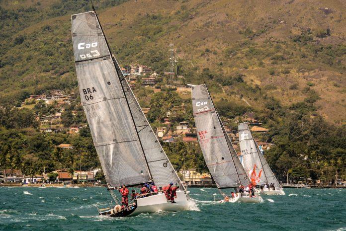 Flotilha da C30 em Ilhabela (Aline Bassi : Balaio de Ideias) - boat shopping