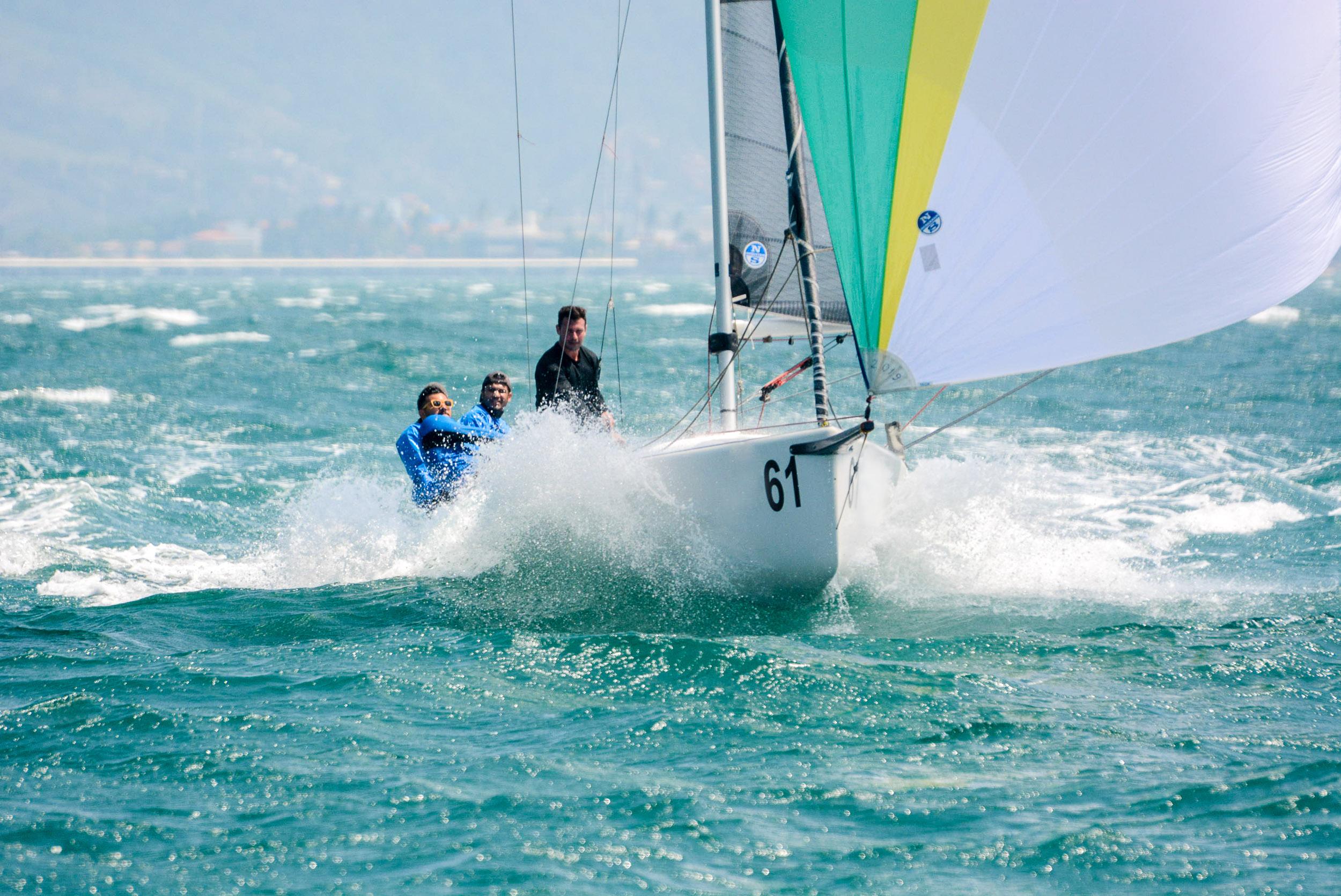 HPE25 Ginga Crédito – Aline Bassi:Balaio - boat shopping