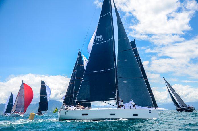 Largada de uma das regatas – Crédito Aline Bassi:Balaio - boat shopping