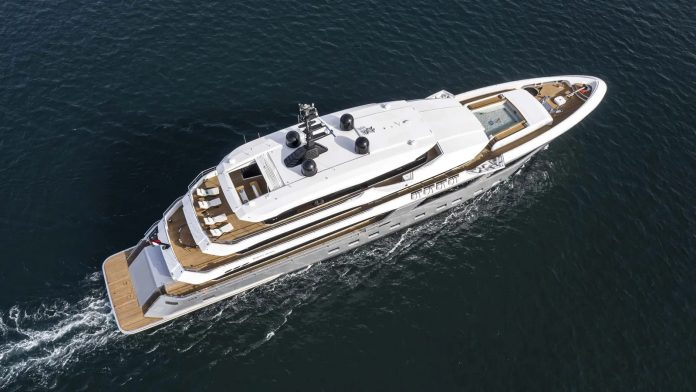 Novas fotos superiate Majesty 175 - boat shopping