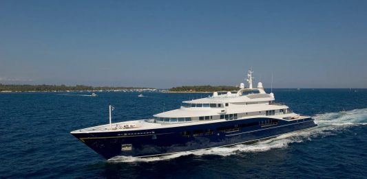 carinthia-VII-boat-shopping-1