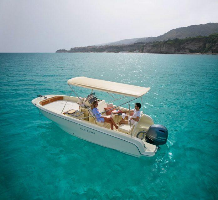 invictus-yachts-SX200-boat-shopping-1