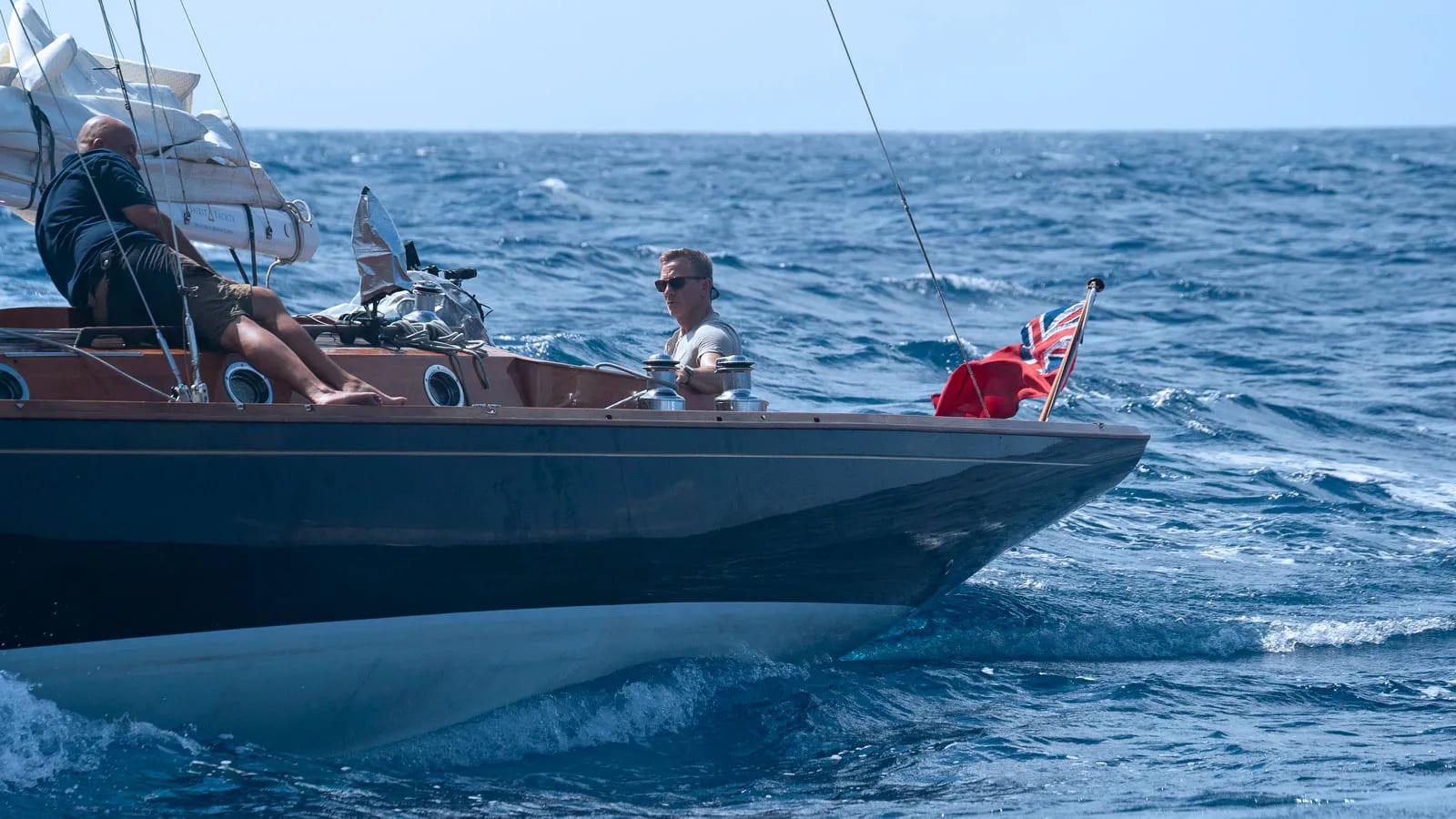 spirit-46-james-bond boat shopping 3