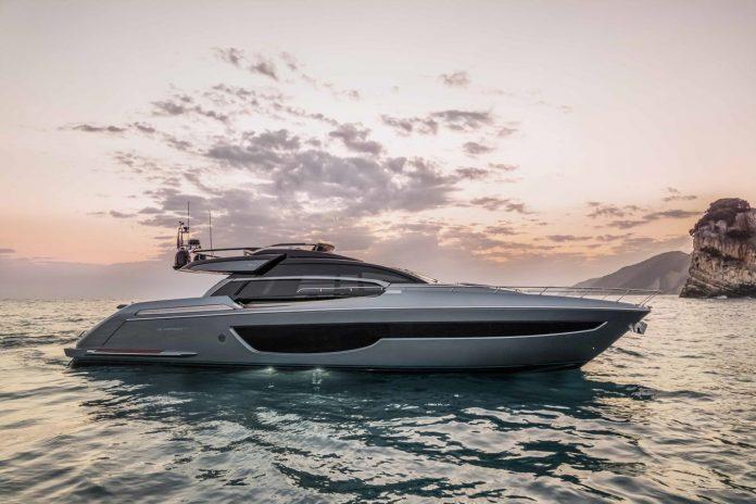 Riva 76 Perseo Super boat shopping 1